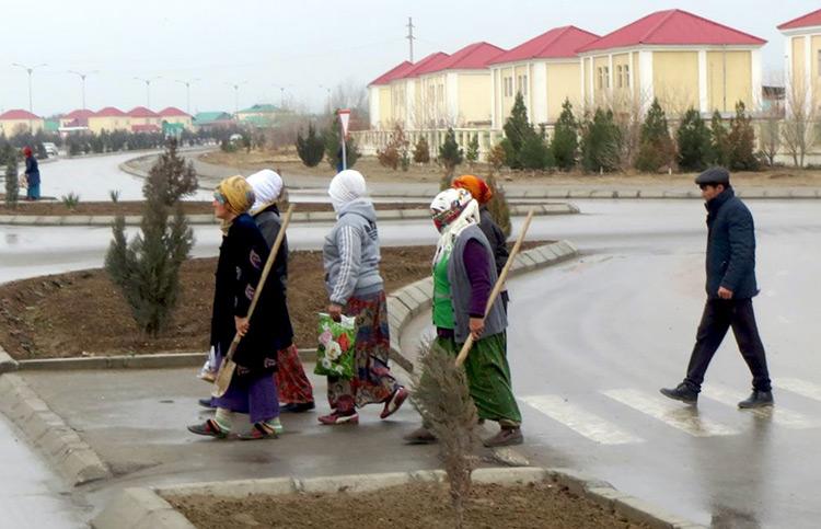 Сотни работников Минстроя Туркменистана разжалованы в дворники