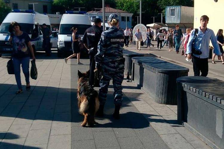 Полиция у станции метро'Электрозаводская