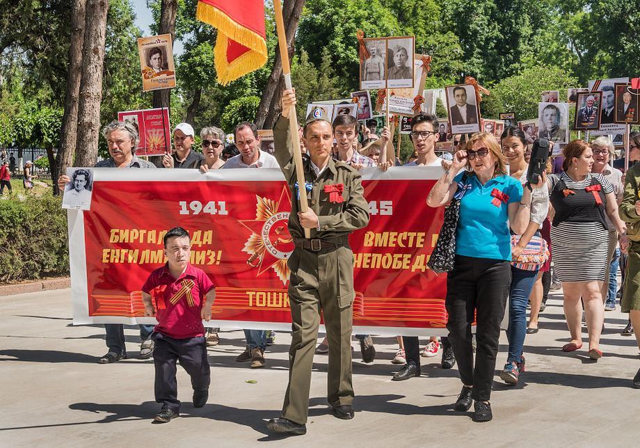 В Ташкенте прошла акция «Бессмертный полк»