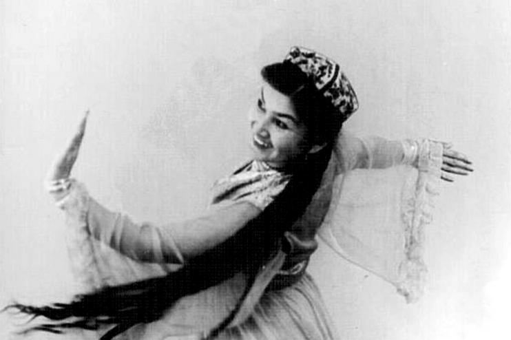 Кундуз Миркаримова в молодости. Фото из Facebook Академии хореографии Узбекистана