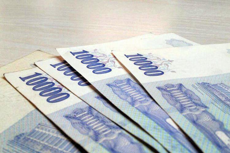 В Узбекистане зарплаты банкиров в два раза превысили заработки учителей и врачей