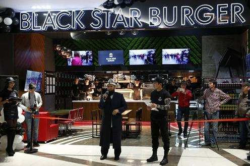 Муфтий Кыргызстана выступил на открытии бургерной Black Star Burger от Тимати