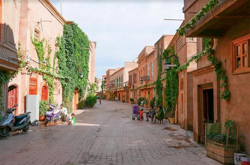 Перестроенная улица в старом городе. Фото Alessandro Rippa