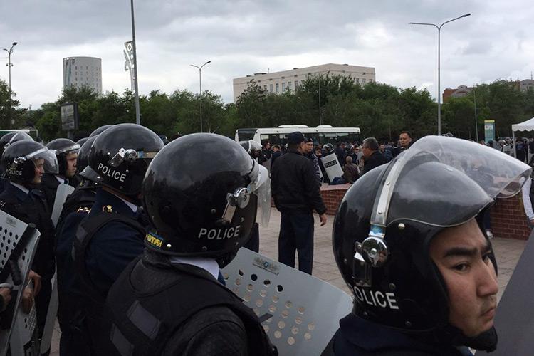 МВД: Оружие отыскали  уучастников неправомерных  митингов вНур-Султане иАлматы