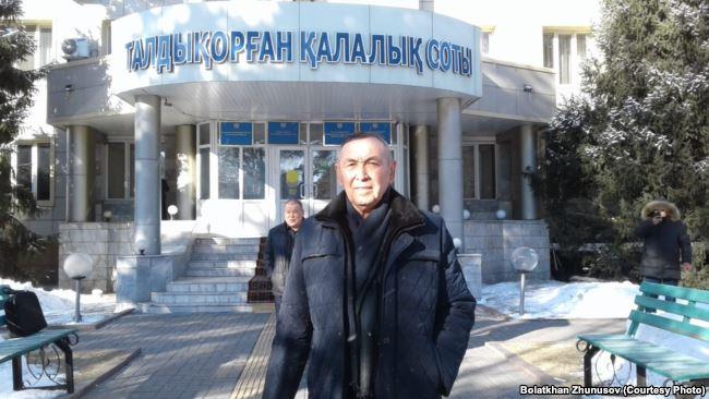 Казахстанскому пенсионеру на год ограничили свободу за поддержку ДВК